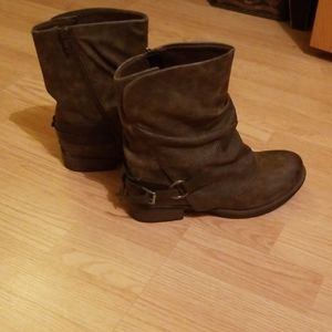 Size 7 Nwot brown boots